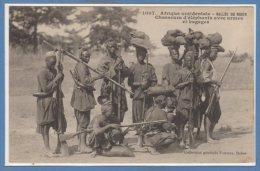 AFRIQUE  -- NIGER - Chasseurs D'éléphants Avec Armes Et Bagages - Niger