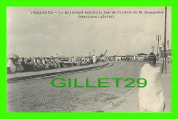 TAMATAYE, MADAGASCAR- LE BLVD GALLIÉNI LE JOUR DE L'ARRIVÉE DE M. AUGAGNEUR, GOUVERNEUR GÉNÉRAL - ÉCRITE - NON DIVISÉ - Madagascar