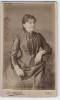 Photographie Ancienne, CDV, Ao. Mazilié (Paris, France), Portrait Femme Assise, Bijoux, Mode, Costume, Chaise - Photographs