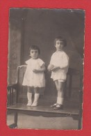 Carte Photo  --Couple D Enfants   Au Début Du Siècle - Fotografía