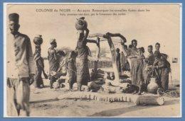 AFRIQUE  -- NIGER -- Au Puits .... - Niger