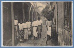AFRIQUE  -- MOZAMBIQUE -- Beira : Houseboys - Mozambique