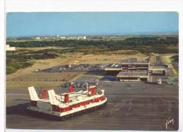 CPM  Calais  Aéroglisseur Géant Dans L'hoverport - Calais