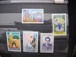 ALGERIE - MAROC - TUNISE - Beau Vrac Avant Et Après Indépendance - Neuf Et Oblitéré - Lot 7159 - Collections