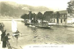 Annecy. Le Port , Le Bateau Vapeur Et Le Mont Veyrier. - Annecy