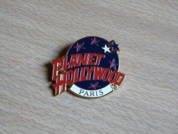 BROCHE INSIGNE . PLANET HOLLYWOOD .(zamac) 42mmx34mm  P.H.I. - Other