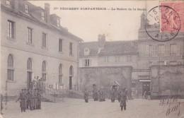 CPA 02 @ SOISSONS @ 67° Régiment D'infanterie - La Relève De La Garde En 1905 - Soissons