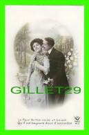 COUPLES - LE MUGUET, LA FLEUR DE MAI COÛTE UN BAISER QU'IL EST TOUJOURS DOUX D'ACCORDER - CIRCULÉE EN 1911 - - Couples