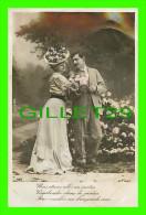 COUPLES - NOUS ÉTIONS ALLÉS UN MATIN VAGABONDER DANS LE JARDIN POUR CUEILLIR UN BOUQUET DE ROSES - CIRCULÉE EN 1910 - - Couples