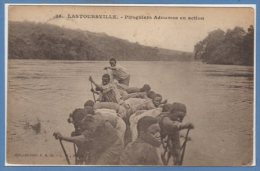 AFRIQUE  -- GABON -- Lastoursville - Piroguiers Adoumas En Action - Gabon