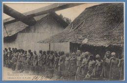 AFRIQUE  -- GABON --  Samba - Femme Dans Une Caravane Libre Ashango - Gabon