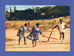 Folklore - Nouvelle Calédonie - Joueuses De Cricket à NOUMEA - Sport - DOM TOM Outre Mer - Costumes