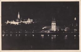 Hungria--Budapest--Buda Ilumine Avec De L'eglise De Couronnement Et L'escalier Des Pecheurs--a, Bordeaux, Francia - Hungría