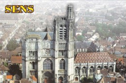 Sens 89 :        Couvreur Couverture Toiture   Cathédrale  Toit En Tuiles Vernissées  Vue Aérienne - Kirchen U. Kathedralen