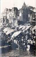 BENARES 1927 - überbelebter Markt ?, Orig.Fotokarte 1927, 2x1 Anna Frank., Gel. Von Benares N. Bern - Indien