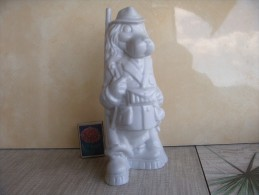 Spaniel - Jäger.  A Series Of People-beasts. Porcelain. Height - 21 Cm. Ukraine. Korosten. - Sculptures