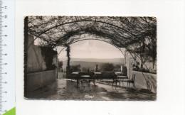 84 GOULT En 1955 TERRASSE DE L' HOTEL ET VUE SUR LA CHAINE DU LUBERON CIM - Autres Communes