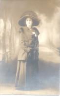 MODA MODE SOMBREROS HATS DAMA DE LA ARISTOCRACIA ARGENTINA MARGARITA TESAUE CPA TBE 1900S Fotografo Jose Caffaro - Mode