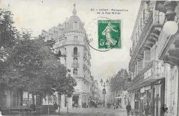 Vichy - Perspective De La Rue De Nîmes - La Société Générale - Collection Dichamp -Carte D.C.C. - Vichy