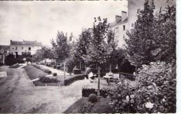 Angers.. Animée.. La Clinique St-Louis.. Les Jardins.. Santé - Angers