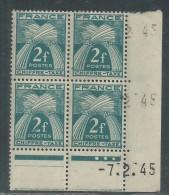France Taxe N° 72 X  Type Gerbes : 2 F. En Bloc De 4 Coin Daté Du 7 . 2 . 45 . 3 Points Blancs, Trace Charnière SinonTB - Postage Due