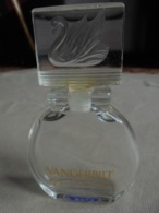 Ancien Flacon Eau De Parfum Gloria VANDERBILT (vide) - Bottles (empty)