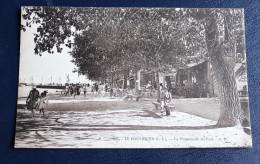 CPA 44 Le Pouliguen Promenade Du Port Animé - Le Pouliguen