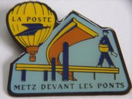 Pin´s Postes PTT - LA POSTE : Metz-Devant-les-Ponts - Mongolfière - Facteur - Postwesen