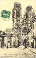 Toul - La Porte De L' Hotel De Ville - La Cathedrale - Toul