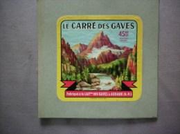 LE CARRE DES GAVES FABRIQUE A LA LAITERIE DES GAVES A AUDAUX (B.-P.) - Cheese