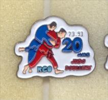 Rare Pin´s Les 20 Ans Judo Doullens (Départ 80) - Judo
