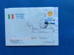 AEROGRAMMA L.850 TRICOLORE RICOPERTO E USATO DALLA GRECIA IN ITALIA - INTERESSANTE - Entiers Postaux