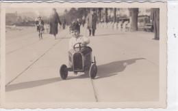 CARD GIOCATTOLO  AUTOMOBILINA A PEDALE CON BIMBO  DI FRONTE -FP-N-2-    0882--23781 - Games & Toys