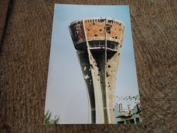 Photo prise � Vukovar(Ex Yougoslavie)-le ch�teau d'eau