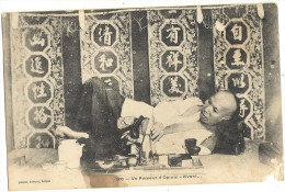 Un Fumeur D'Opium - Avant  ( Att En Bas A Droite Coin)  89 - Cartes Postales
