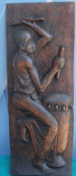 Joueur De TAMTAM Panneau Sculpté En Bois Signé B. DACIUS à GIGETA Au BURUNDI 15x35 - Art Africain