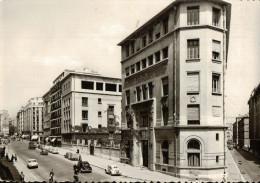 Cpsm   Le Carrefour Du Monde   MARSEILLE (B.du.R.) .Avenue Maréchal Foch  Le Collège Michelet - Marseille