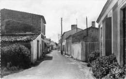 17 Ile De Re  Les Portes Vieille Rue Cpsm Pm - Ile De Ré