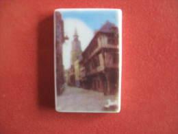 Fève Publicitaire  Personnalisée  Boulangerie Royer Dinan Monument S -  Tour De L´ Horloge Année 2007 - Fèves -  Rare - Région