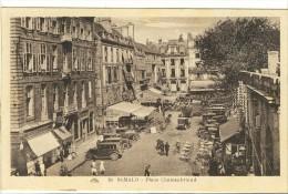 Carte Postale Ancienne Saint Malo - Place Châteaubriand - Saint Malo