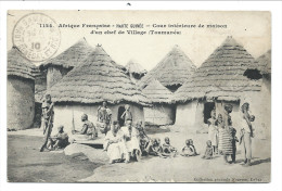 ///  CPA - Afrique Française  - HAUTE GUINEE - Cour Intérieure De Maison D'un Chef De Village ( Toumanéa )  // - Guinée Française