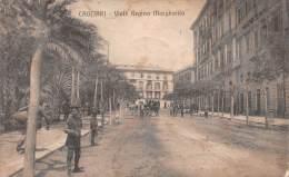 """03573 """"CAGLIARI - VIALE REGINA MARGHERITA"""". ANIMATA, CARROZZA.  CART. ILLUSTR.  ORIGINALE.  SPEDITA 1915 - Cagliari"""