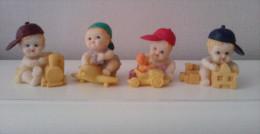 4 MINIATURES -  ENFANTS EN RESINE - People