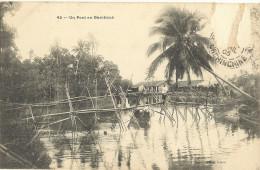 Cp  Precurseur - INDOCHINE  -  Un Pont En Bambous   ( Timbre Arraché)  35 - Vietnam