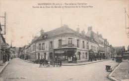 CPA  Dép 28 Maintenon Carrefour Place Du Marché Et Grande Rue Animée Taches Jaune Circulée 1945 - Maintenon