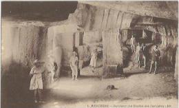 Meschers -intérieur Des Crottes Des Carrières - Meschers