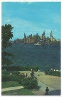 The Famous New York Skyline As Seen From Liberty Island - Multi-vues, Vues Panoramiques