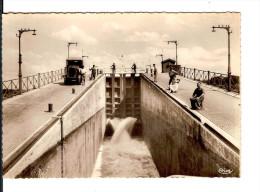 18 LE GUETIN N° 900 : LE PONT-CANAL - 1ère ECLUSE - CAMION / CPSM CIM GF NON CIRCULEE / IMPECCABLE Prix Raisonnable !! - Autres Communes