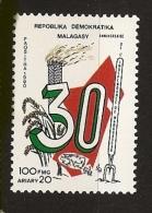 Madagascar 1990 n� 972 ** Ind�pendance, Carte, Chemin�e, �pis, Riz, B�tail, Fourche, Agriculture, B�uf, Vache, Poule