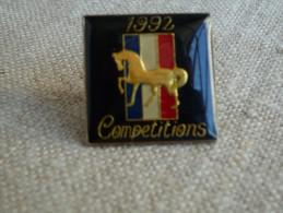 Pin´s Cheval Doré Compétitions France 1992. Attache Plastique. Voir Photos. - Animaux